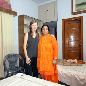 dr renu with yoga student from us